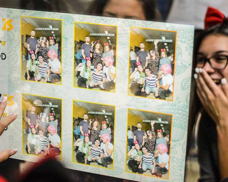 Obezbedi gostima nezaboravno iskustvo o kome će dugo pričati. Svi paketi podrazumevaju neogranicen broj stampanih slika kao i foto rekvizite u skladu sa dogadjajem.